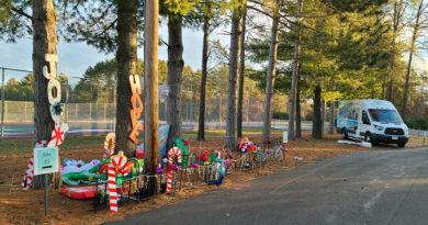 POTD: Getting ready to spread Christmas joy